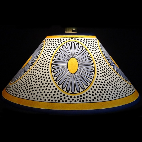 lampshade_-_daisy_blue_yellow_-_lit_up