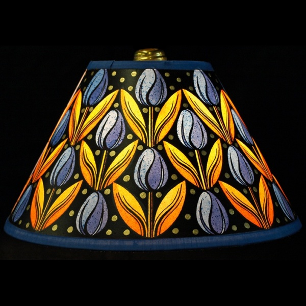 lampshade_-_tulips_blue_gold_-_lit_up